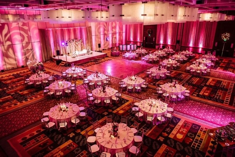 Well-Spaced Out Table Arrangements in Indian Wedding